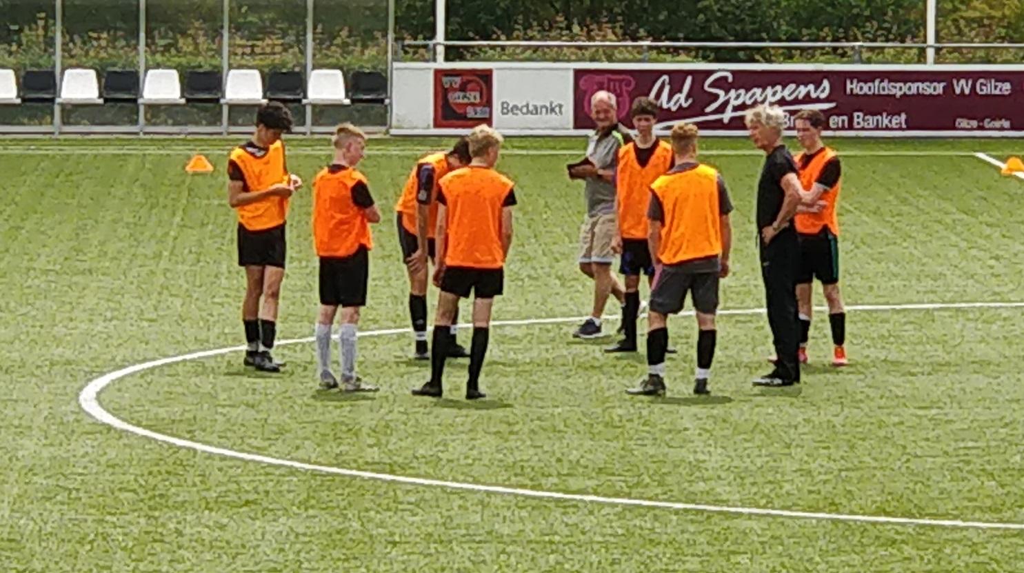 JO17-1 krijgt training van Gertjan Verbeek